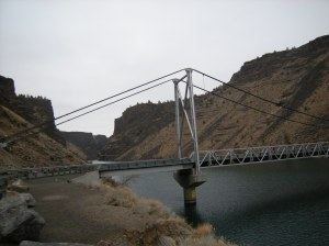 bridge across lake billy chinook
